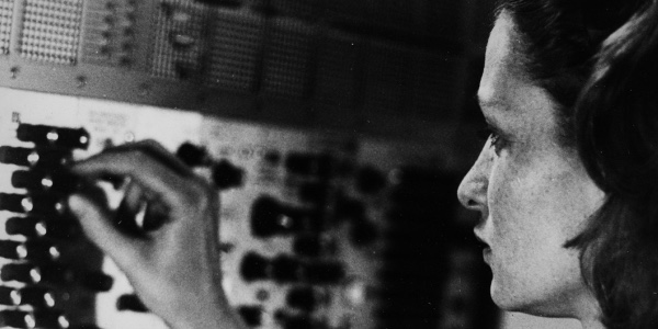 Éliane Radigue – The sustained liberation of the intermediate state